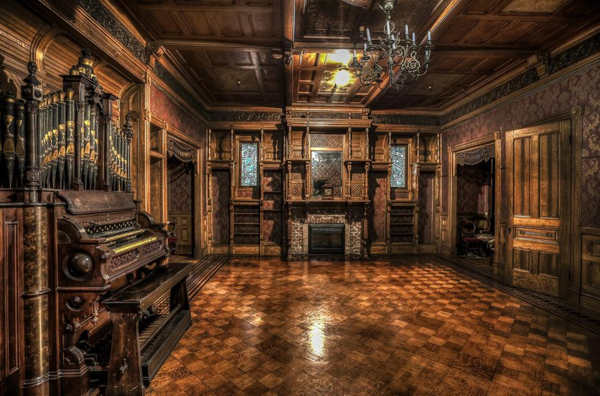 Tours at the Winchester Mystery House